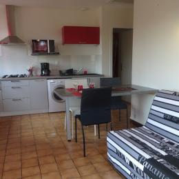 Gîte dans le Jura - espace cusine/salon - Location de vacances - Crançot