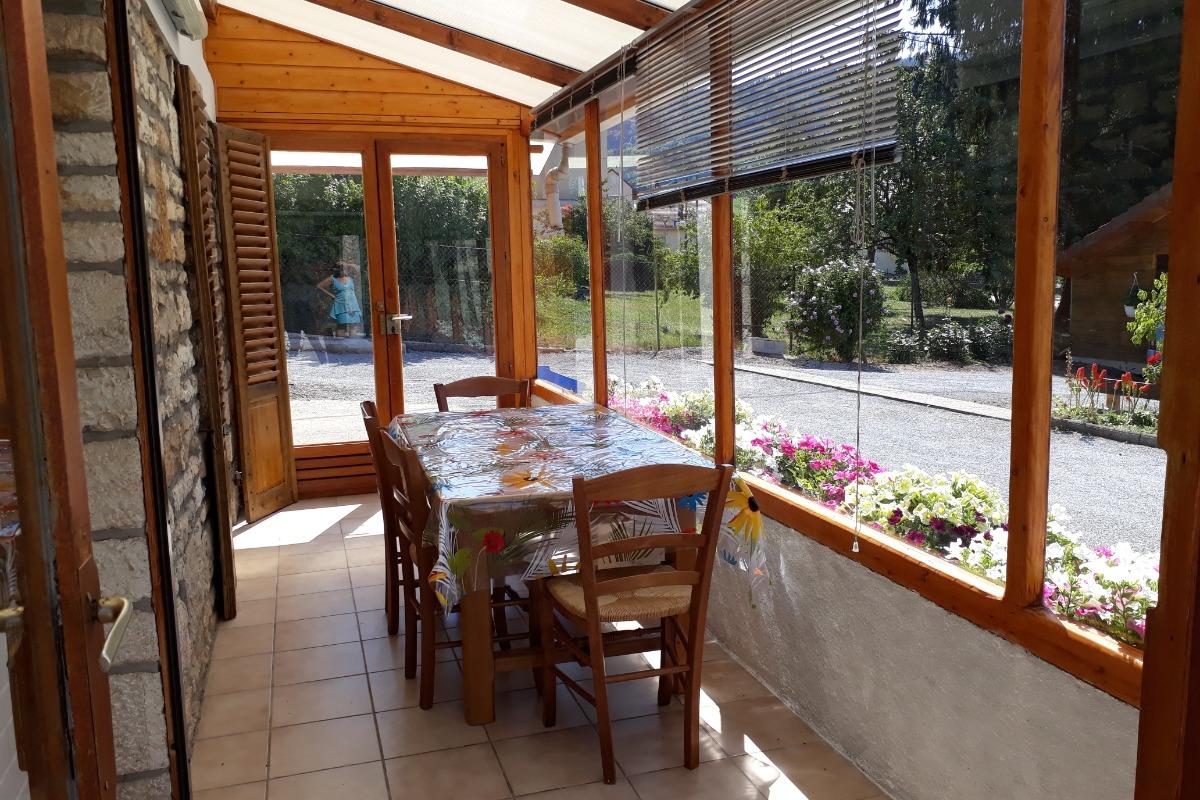 Le salon avec écran plat de 142 cm - Location de vacances - Salins-les-Bains