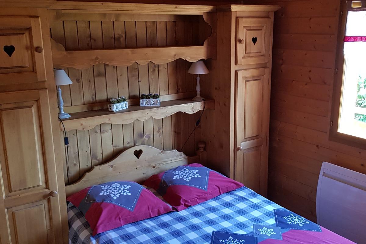 chalet avec piscine int rieure commune et chauff e au pied des pistes de ski de fond location. Black Bedroom Furniture Sets. Home Design Ideas