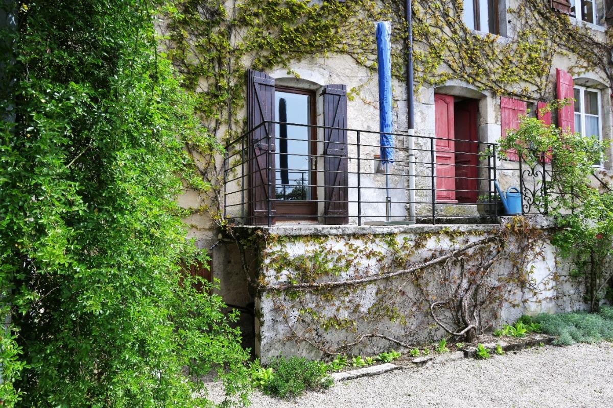 Vue de la salle de séjour  - Location de vacances - Clairvaux-les-Lacs