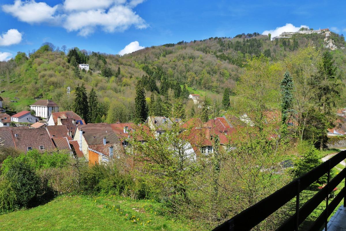 vue panoramique depuis le balcon de la chambre  - Location de vacances - Salins-les-Bains