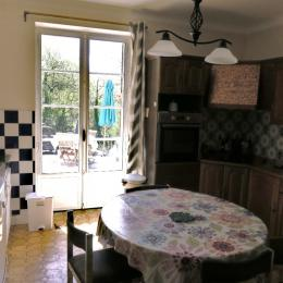 La cuisine toute équipée.. - Location de vacances - Salins-les-Bains