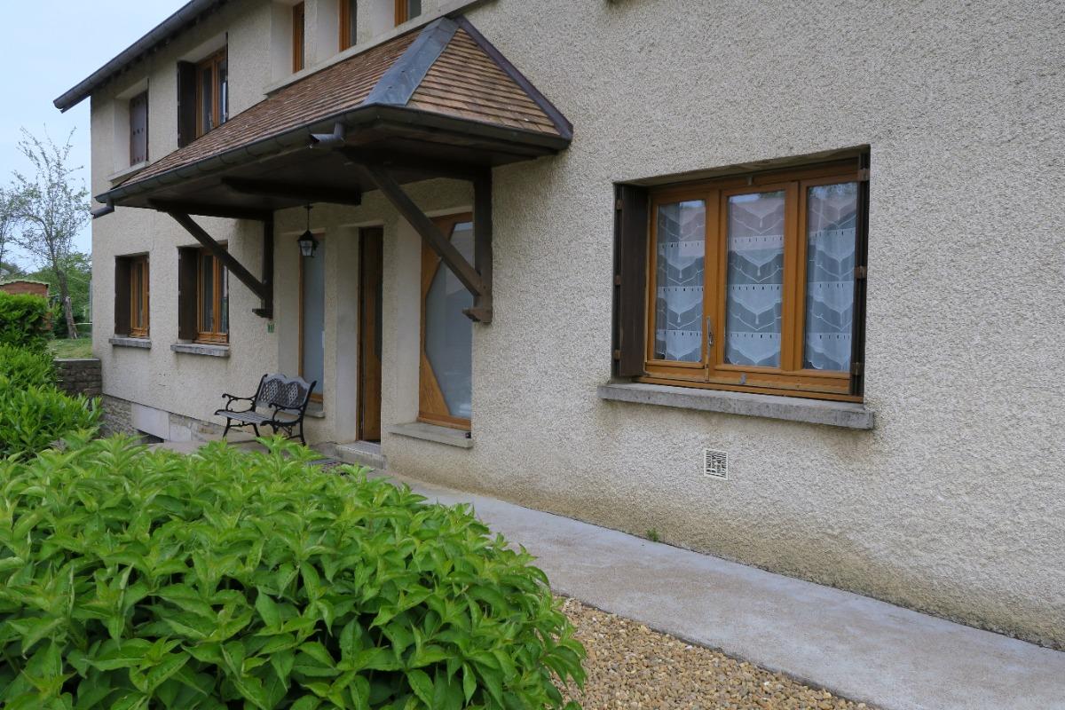 vue de l'entrée (côté terrasse) - Location de vacances - Évans