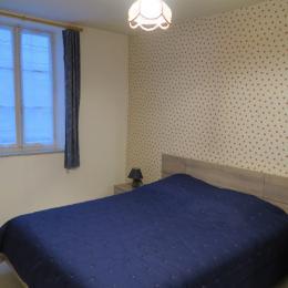 Chambre double avec penderie intégrée - Location de vacances - Salins-les-Bains