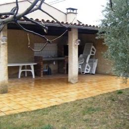 Terrasse couverte, transats, barbecue - Location de vacances - Château-Arnoux-Saint-Auban