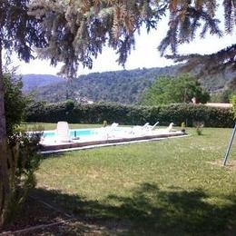 jardin et piscine - Location de vacances - Estoublon