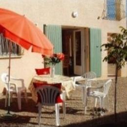 Salon de jardin et cour fermée - Location de vacances - Forcalquier