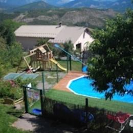 Piscine et jeux pour enfants - Location de vacances - Selonnet