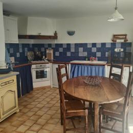 une chambre avec lit en 140 - Location de vacances - Forcalquier