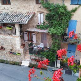 Vue de location avec sa terrasse ombragée - Location de vacances - Le Chaffaut-Saint-Jurson