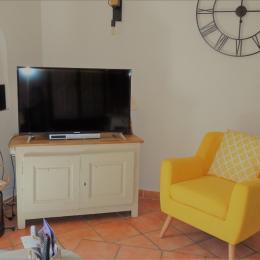 Coin salon TV - Location de vacances - Moustiers-Sainte-Marie