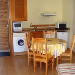Vue séjour/cuisine - Location de vacances - Annot
