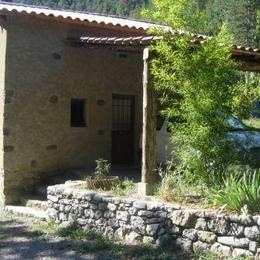 la maison avec le auvent pour la voiture - Location de vacances - La Robine-sur-Galabre