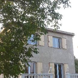 vue de la maison et terrasse - Location de vacances - Manosque