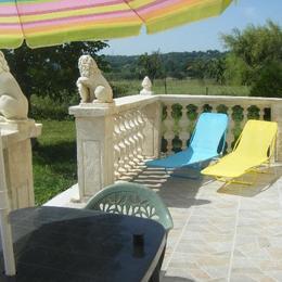 la terrasse et salon de jardin - Location de vacances - Manosque
