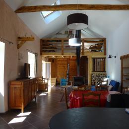 vue séjour/salon et mezzanine avec coin repos - Location de vacances - Jausiers