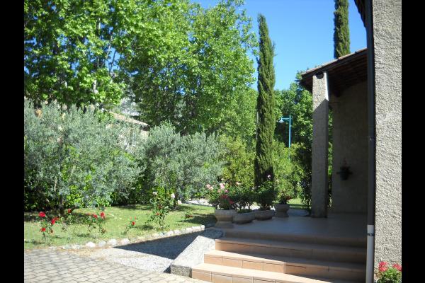 la terrasse et le jardin - Location de vacances - volx