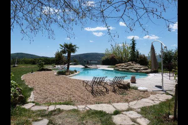 Vue de la piscine, espace détente - Location de vacances - Saint-Étienne-les-Orgues