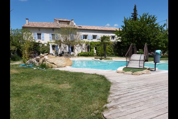 Vue piscine,maison propriétaire et les  gites à droite - Location de vacances - Saint-Étienne-les-Orgues