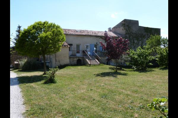 Vue accès location, jardin, - Location de vacances - Saint-Étienne-les-Orgues
