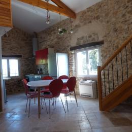Espace séjour/cuisine américaine - Location de vacances - Saint-Étienne-les-Orgues