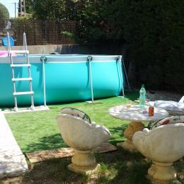 la piscine et l'espace détente - Location de vacances - Valensole
