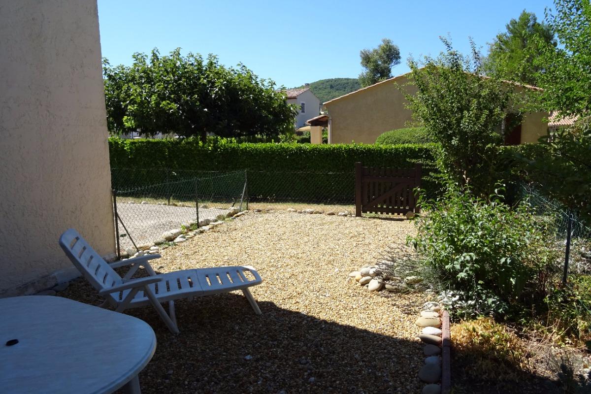 le jardin et la vue du studio - Location de vacances - Gréoux-les-Bains