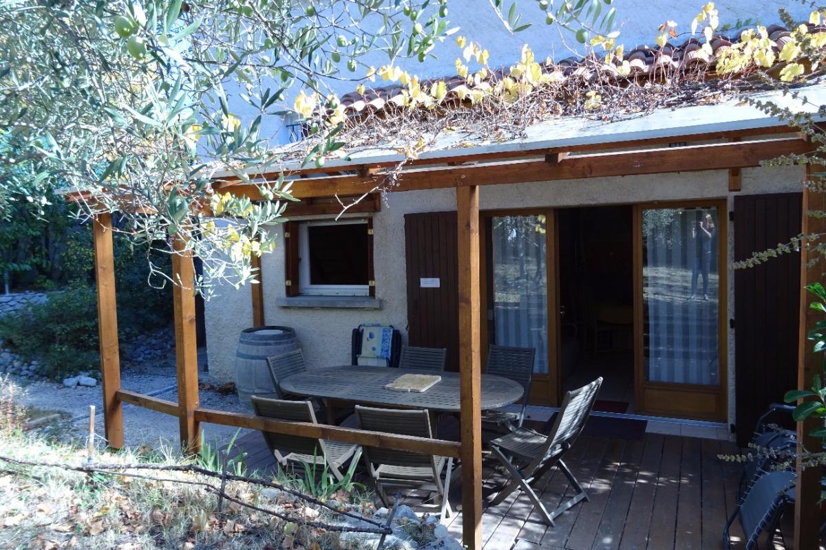 Appartement les Baumelles rdc maison Digne les Bains- terrasse couverte - Location de vacances - Digne-les-Bains