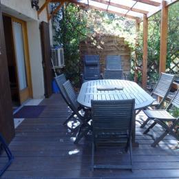 Appartement les Baumelles rdc maison Digne les Bains- la terrasse couverte - Location de vacances - Digne-les-Bains