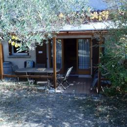 Appartement les Baumelles rdc maison Digne les Bains- vue oliviers, jardin, entrée de la location - Location de vacances - Digne-les-Bains