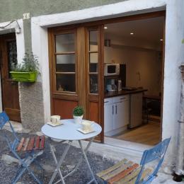 Les deux Tours-Volonne-, terrasse privée, entré location - Location de vacances - Volonne