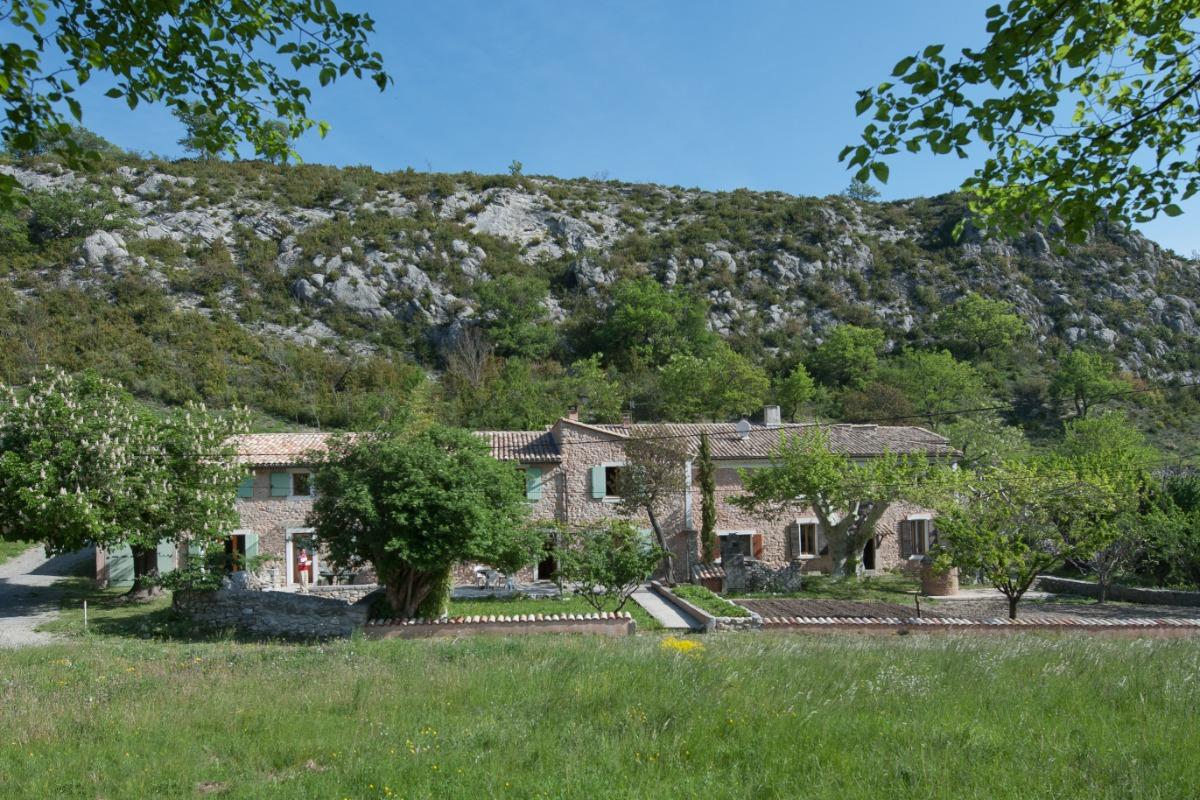 L'ancienne ferme au pied de la colline provençale. - Location de vacances - Sisteron