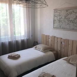 Chambre (couchage 2 x 90) - Location de vacances - Volonne