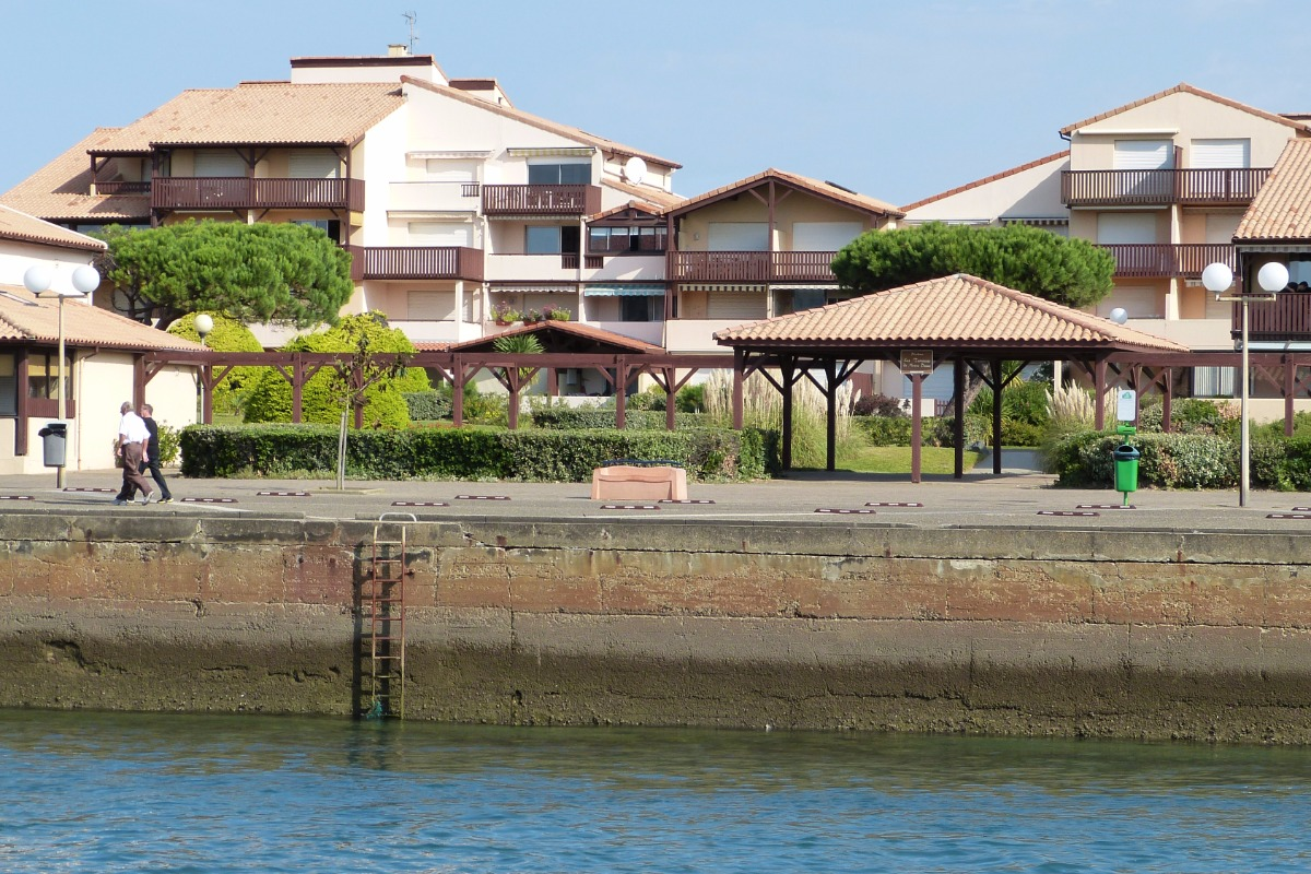 les Terrasses vues de l'autre rive du canal - Location de vacances - Capbreton