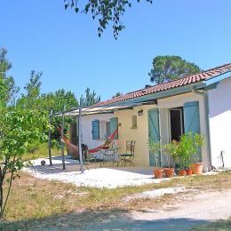 L'Estantada vous accueille pour vous reposer à l'ombre de son patio - Location de vacances - Linxe