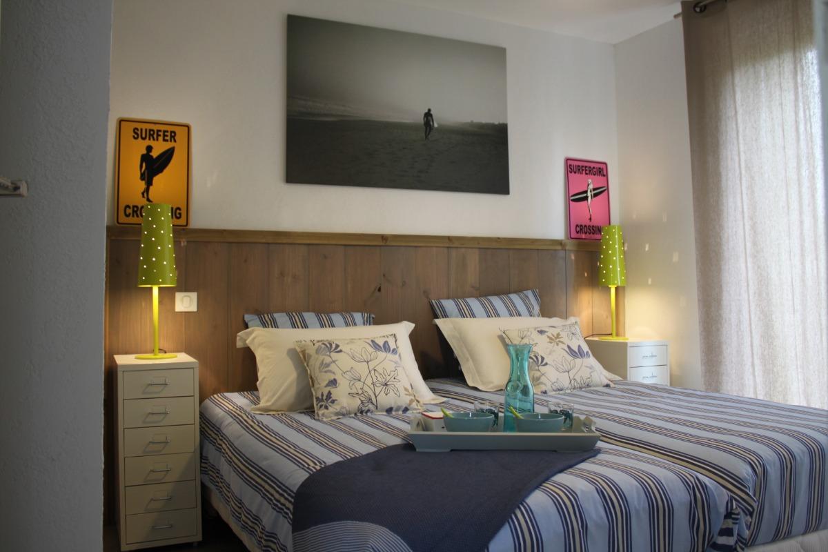 chambre donnant sur le jardin - Location de vacances - Biscarrosse