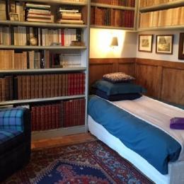 Chambre BIBLIO au rez de chaussée - 1 lit simple - Location de vacances - Contres