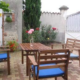 Chambre d'hôtes à Boisset les Montrond - salon de jardin - Chambre d'hôtes - Boisset-lès-Montrond