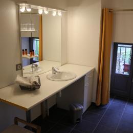 Les Trois Terres - Salle d'eau Chambre Carmen - Chambre d'hôtes - Usson-en-Forez