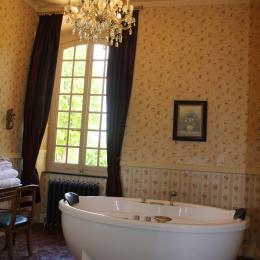 Le Château d'Origny - Salle de bains de la Chambre de la Comtesse de Grassin - Chambre d'hôtes - Ouches