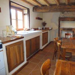 Coté kitchenette de la pièce de vie des Chambres d'hôtes au Domaine de la Loge  - Chambre d'hôtes - Montverdun