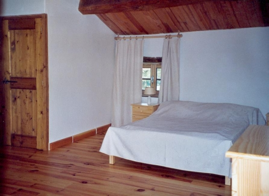 Chambre Daphnis au Domaine de la loge - Coté lit 160 - Chambre d'hôtes - Montverdun