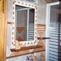 La salle d'eau de la chambre Daphnis au Domaine de la loge - Chambre d'hôtes - Montverdun