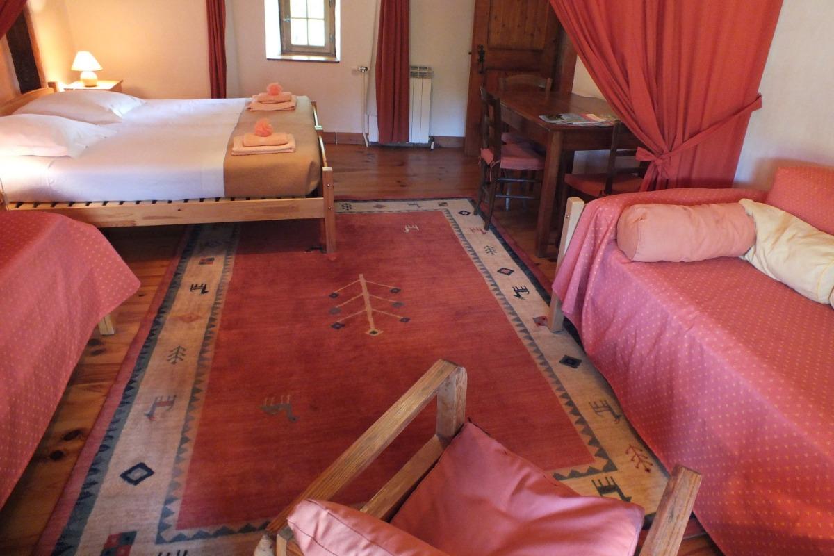 Le coin salon peut se tranformer en couchage supplémentaire pour 1 personne - Chambre d'hôtes - Montverdun