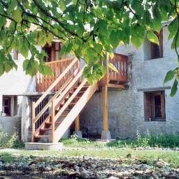 La grande piscine (16 m x 5m), avec une partie petit bain (1/3 du bassin), un accès en fauteuil, au sel - Chambre d'hôtes - Montverdun