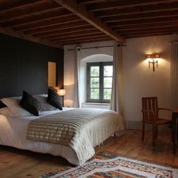 Le Rézinet - Chambre Amasis - Chambre d'hôtes - Marcilly-le-Châtel