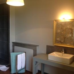 Le Rézinet - Salle d'eau Chambre Honoré - Chambre d'hôtes - Marcilly-le-Châtel
