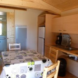 Camping Municipal Beausoleil - Cuisine du chalet vacances - Location de vacances - La Pacaudière