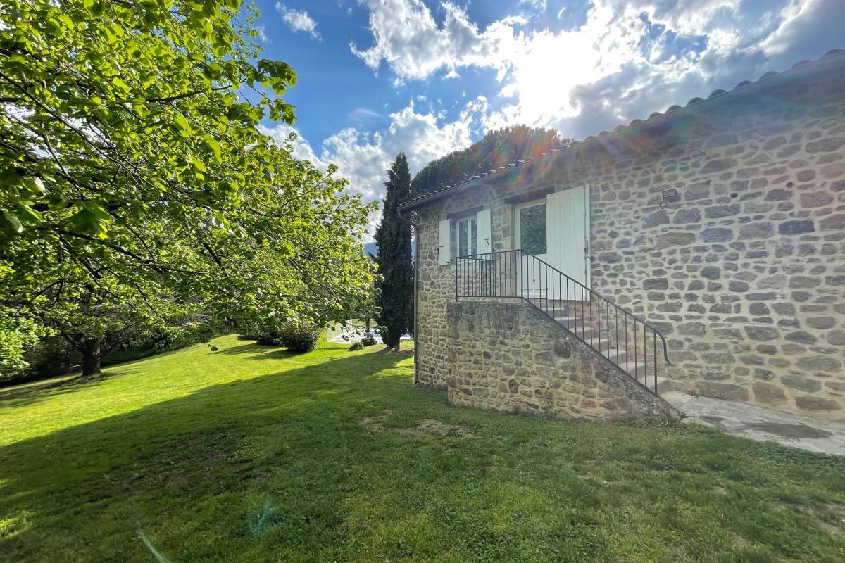 Domaine de la griotti re g te avec piscine dans le for Location vacances rhone alpes avec piscine