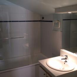 Appartement duplex en plein centre de Charlieu - Salle d'eau - Location de vacances - Charlieu